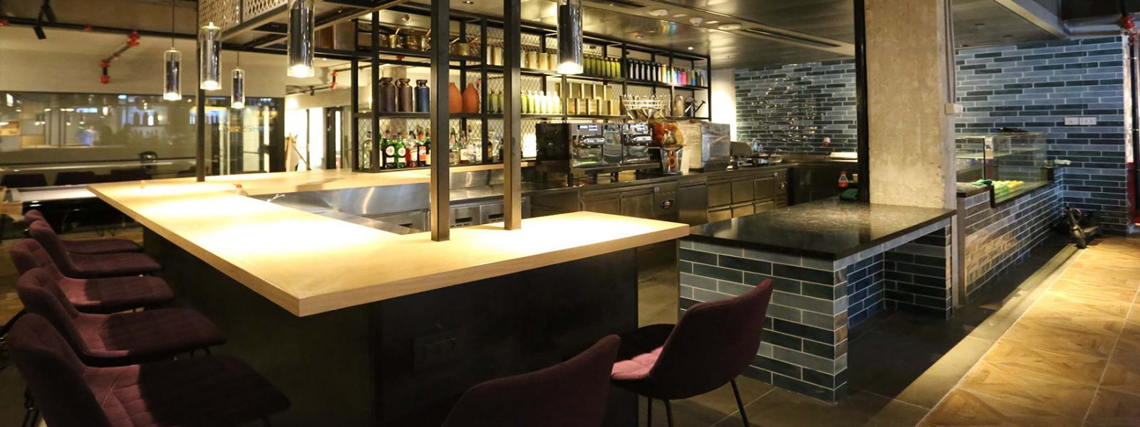 bar at the hub floor picture